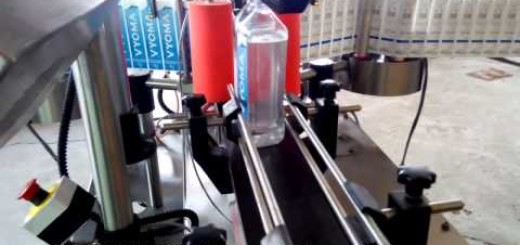 Double side sticker labeling machine for mineral pet square bottle