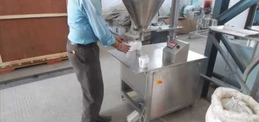 Semi Automatic Auger Filler Machine for Crushed Red Chilli, Salt, Powder