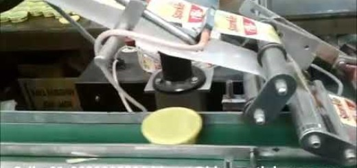 Top label applicator with conveyor for plastic container